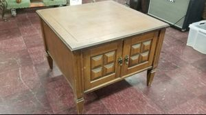 Antique style side table cabinet for Sale in Garden Grove, CA