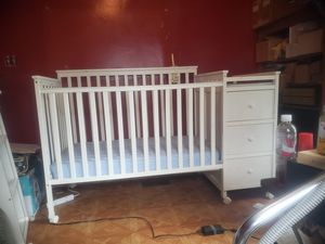 White baby crib/toddler bed for Sale in Dearborn Heights, MI