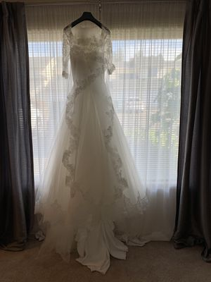 Wedding dress and vail for Sale in Auburn, WA