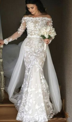 Wedding dress size 8-10 worn in August 2020 for the wedding for Sale in Shoreline, WA