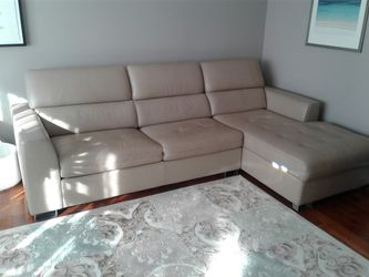 Leather sleeper sectional with Tempur-Pedic mattress from Dania for Sale in Highland Park,  IL