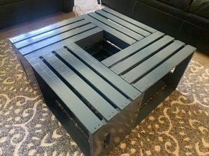 Crate coffee table for Sale in Farmington Hills, MI