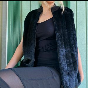 Kathy Lee Collection Black Fur Vest. for Sale in Seattle, WA
