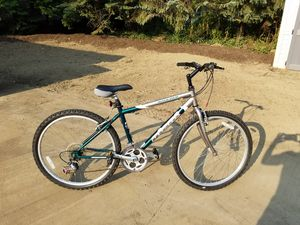 Giant 21 speed mountain bike. Boulder model for Sale in Cuyahoga Falls, OH