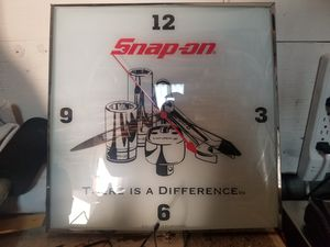 Snap on clock for Sale in Apple Valley, CA
