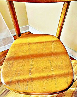 Wooden Shelby Williams Industries MCM chairs (4) with leather seat cushion. for Sale in Englewood Cliffs, NJ