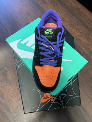 NIKE SB DUNKS (HALLOWEEN) for Sale in Raleigh, NC