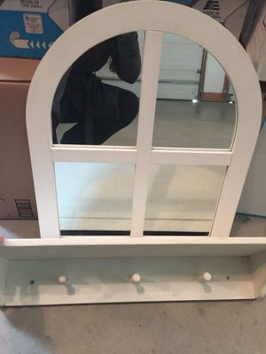 White mirror and shelf set for Sale in Wenatchee, WA