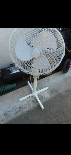 SMALL stand up 3 speed Fan for Sale in San Jose, CA