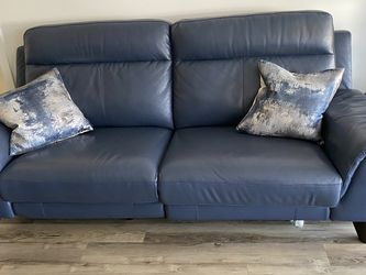 Stunning Comfortable New Reclining Couch From Living Spaces for Sale in San Diego,  CA