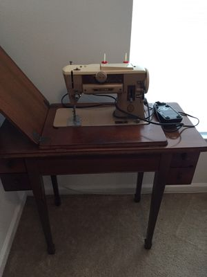 Sewing machine for Sale in Fort Myers, FL