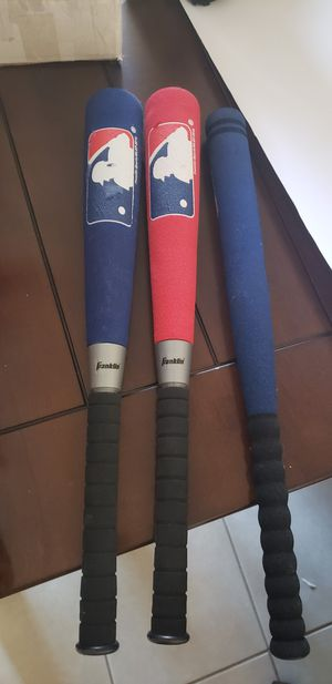 T ball soft bat with 1 catching glove for Sale in West Palm Beach, FL