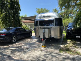 2019 Airstream signature 25 feet queen bed fully loaded for Sale in Aspen Hill,  MD