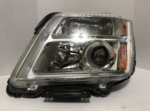 Halogen Headlight Left Driver Side OEM 2010-2015 GMC Terrain for Sale in Salinas, CA
