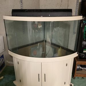 100 Gallon Fish Tank. Comes With Tank, Stand, Lid, And Light. for Sale in Wolcott, CT