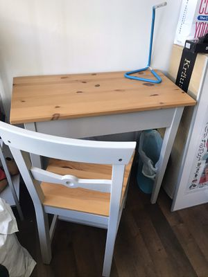 Desk and chair for Sale in Coral Gables, FL