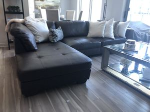 Santana 2-pc Sectional Couch for Sale in West McLean, VA