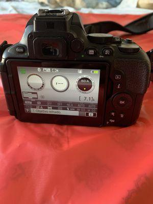 Nikon D5600 camera for Sale in Gardena, CA