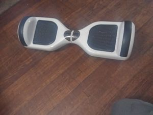 White hoverboard works great good condition no charger no low balls for Sale in Columbus, OH
