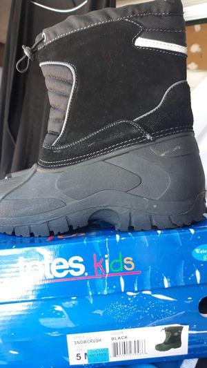 Snow boots kids unisex - worn 1x size 5 for Sale in Vista, CA