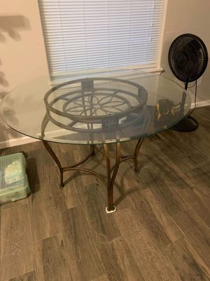 Beautiful kitchen table w/sturdy chairs for Sale in Mercedes, TX