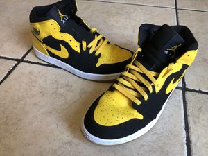 Size 13 old love new love Jordan 1 (new love only) for Sale in Salinas, CA