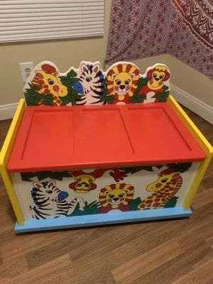 Kids Zoo toy chest for Sale in Las Vegas, NV