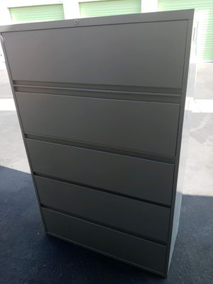 5 drawer file cabinet in excellent condition comes with key for lock for Sale in Upland, CA