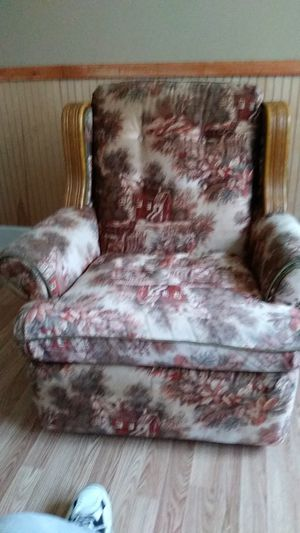 Very nice chair for sale . you must pick up very light. for Sale in KIMBERLIN HGT, TN