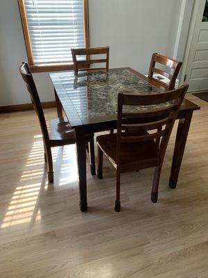 Dining Table and chairs for Sale in Canton, OH