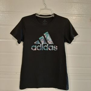 Adidas shirt for Sale in Stanwood, WA