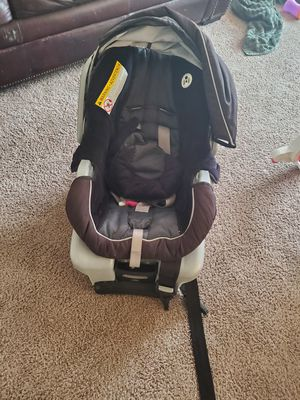 Graco car seat with base for Sale in Tacoma, WA