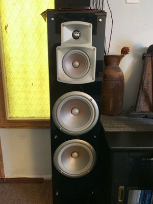 Yamaha NS777 Two tower speakers for Sale in Los Angeles, CA