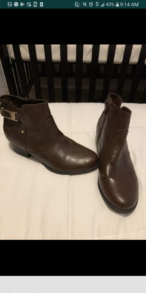 Women boots size 7 for Sale in Houston, TX