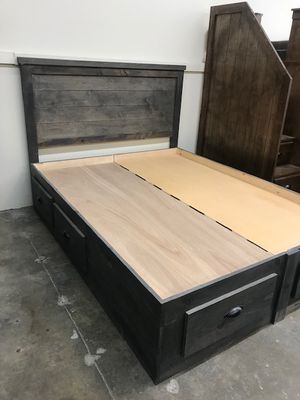 Wood Queen Size Bed with Drawers (Mattress Included) for Sale in Long Beach, CA