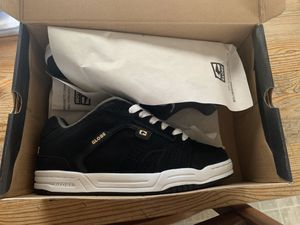 New Globe black skate shoes size 81/2 never used for Sale in Bellflower, CA