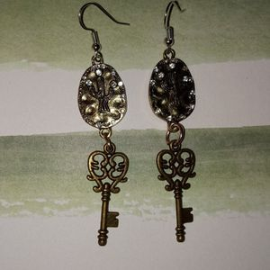 Cactus With Key Earrings for Sale in Batesburg-Leesville, SC