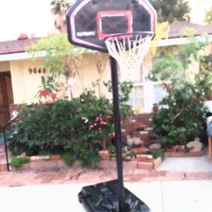 Basketball Hoop Great Condition, Very Sturdy 9 1/2' Tall for Sale in Whittier, CA