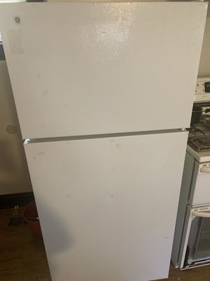 Used refrigerator in great condition for Sale in St. Louis, MO