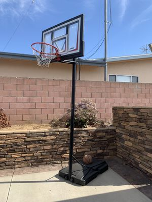 Basketball hoop Lifetime 10 feet regulation for Sale in La Mirada, CA