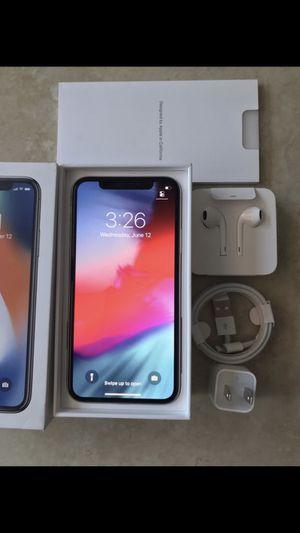 Unlocked iPhone X 64 gb for Sale in Pembroke Pines, FL