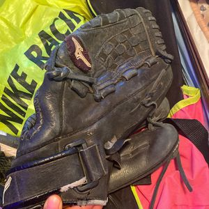Softball Glove for Sale in Bakersfield, CA