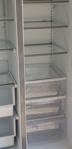 Frigidaire Refrigerator for Sale in Riverside,  CA