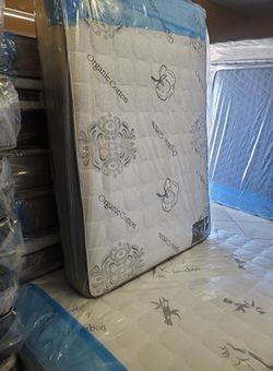 Queen mattress with boxpring for Sale in Tustin,  CA