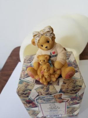 "Cherished Teddies ""IF A MOM'S LOVE COMES All SIZES"" By Enesco 1998 for Sale in Batavia, IL"