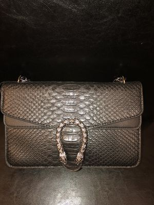 Authentic Gucci crossbody bag( gently used) for Sale in New Orleans, LA