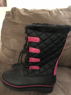 Size 4 girls snow boots never worn for Sale in Corona, CA