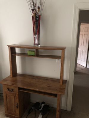 Computer desk for Sale in Leesburg, VA
