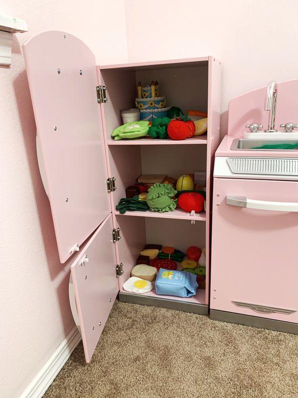 KidKraft Retro kitchen and fridge
