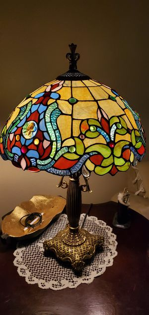 Tiffany style beautiful lamp for Sale in Long Beach, CA